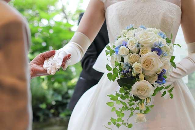 結婚式の花嫁ドレス