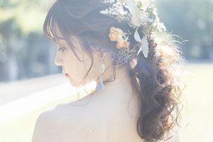 お呼ばれされた結婚式でのヘアアレンジ 女性が気をつけるべきマナーとは?