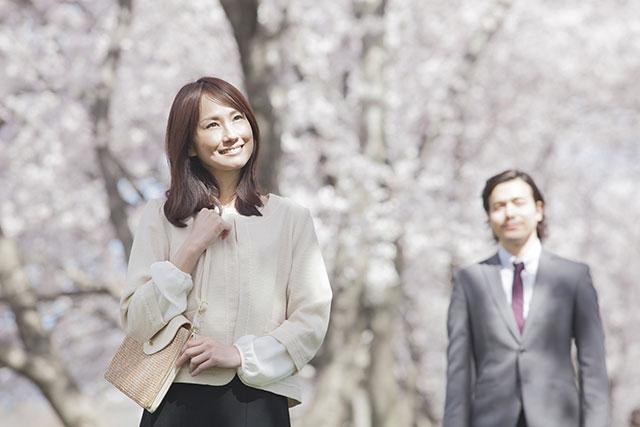 授業参観の夫婦