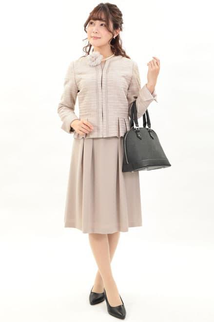 ピンクベージュジャケット×半袖ワンピース