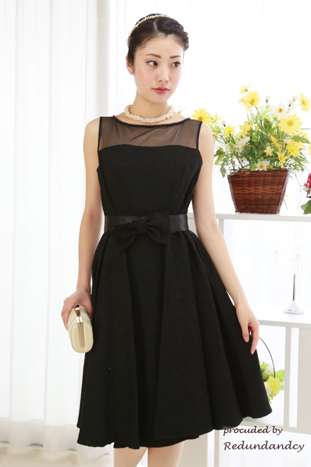 Genet Vivienの黒のドレス